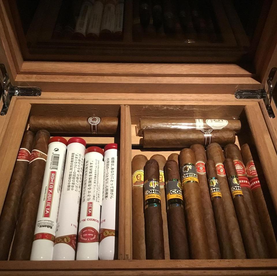 Liqueur & Cigar Bar 不二楼 シガー各種揃えてます