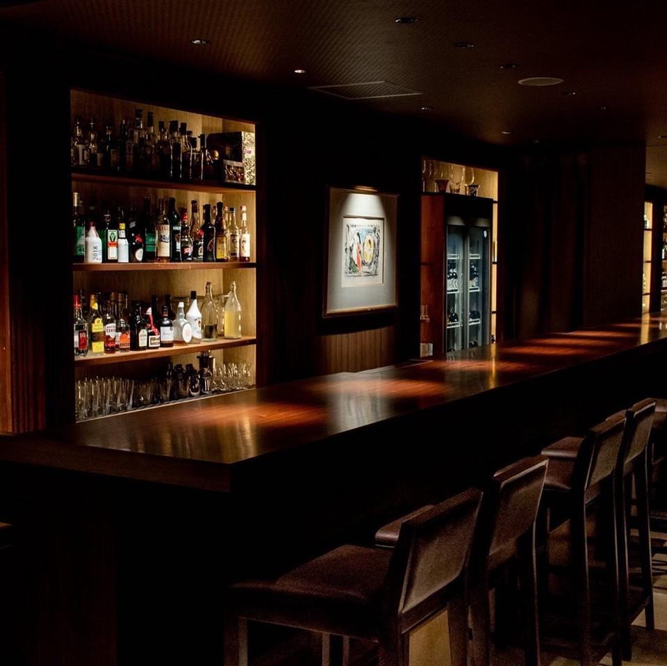 バーは16時30分から開店してます
